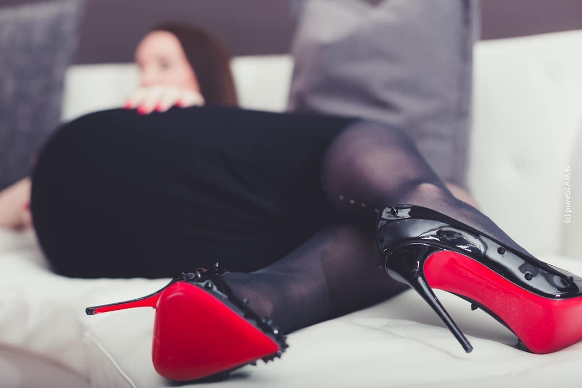 Fashionblogger-Hamburg-edler-Luxus-Modeblog-Minikleid-Wolford-Strumpfhose-Louboutin-Pumps-8