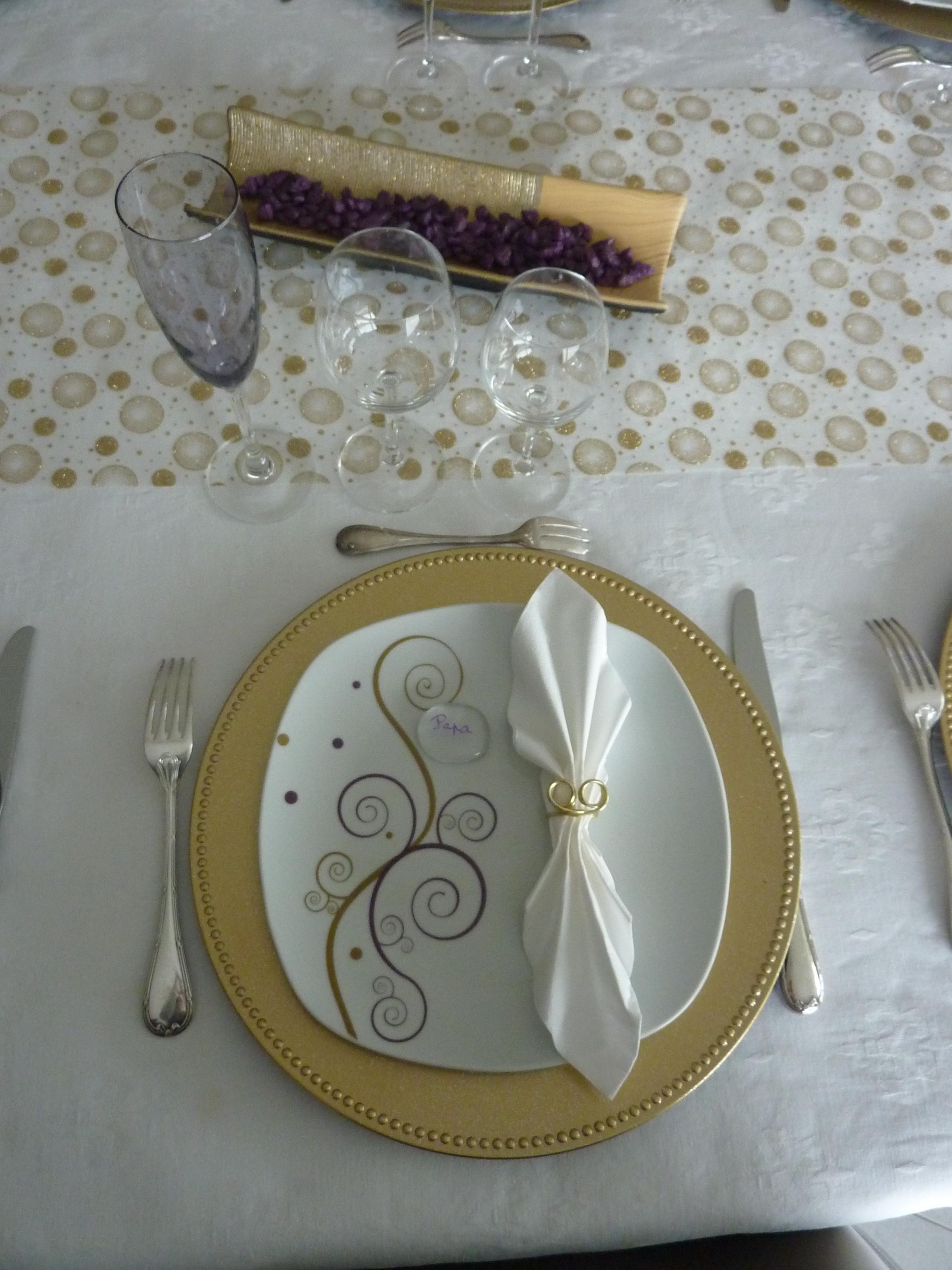 Pliage De Serviette Original pliage serviette : accordéon et rond de serviette doré