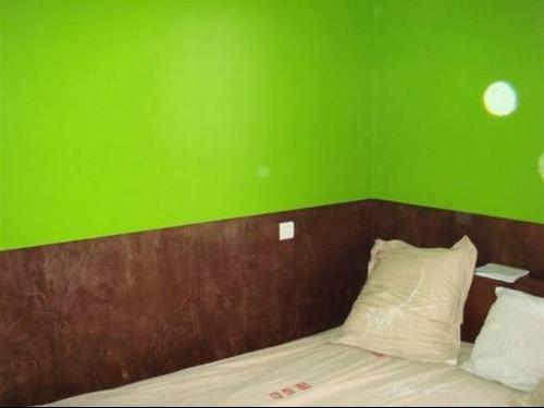 peinture murs association de couleurs vives besoin de votre avis chambre de b b forum. Black Bedroom Furniture Sets. Home Design Ideas