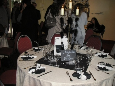 Table repas noir et blanc d coration mariage annamea for Decoration table noir et blanc