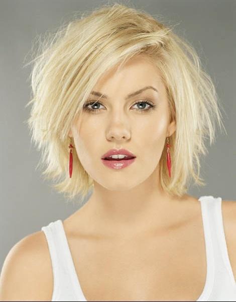 Coupe courte femme blonde visage rond