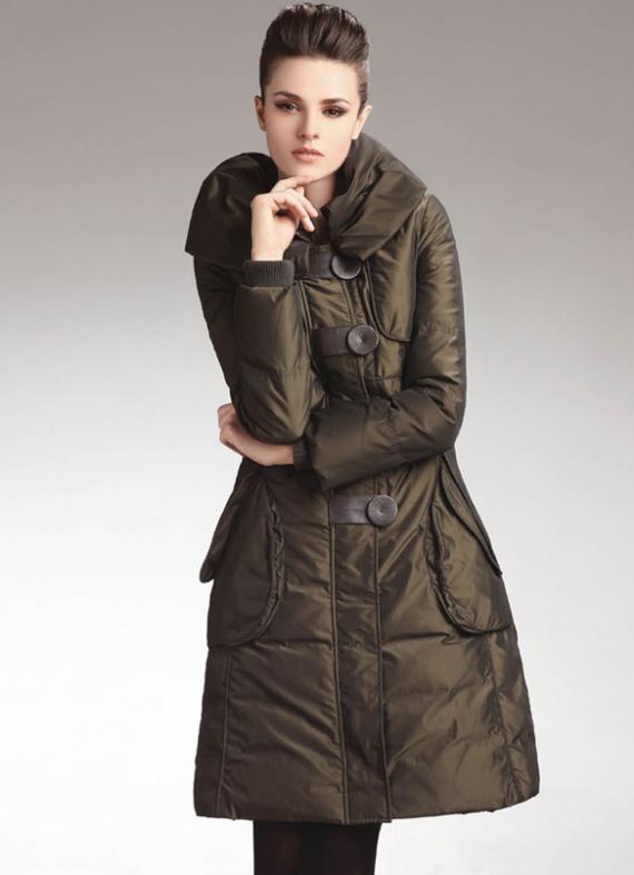 Пуховик кожаный с отделкой из лисы Производство- Турция Цвета- черный.