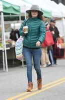 Rachel-Bilson--Heads-to-the-farmers-market--04-662x1014