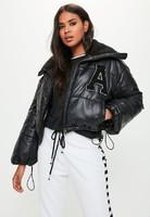 chaqueta-corta-acolchada-en-negro