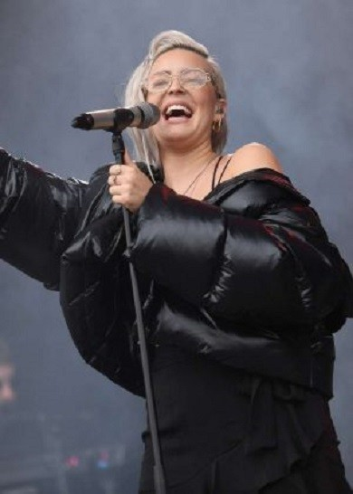 Anne-Marie_-Performing-at-V-Festival-2017--03-300x420