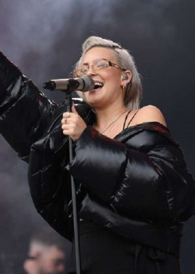 Anne-Marie_-Performing-at-V-Festival-2017--08-300x420