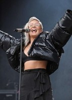 Anne-Marie_-Performing-at-V-Festival-2017--11-300x420