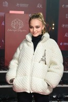Lily-Rose-Depp_-Champs-Elysees-Christmas-Lights-Launch--03-662x993