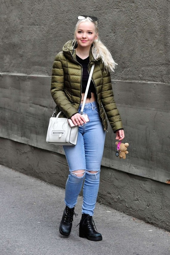 Dove-Cameron-in-Jeans--06-662x993