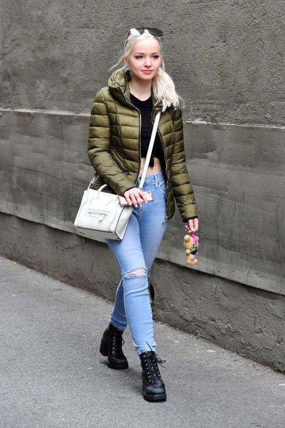 Dove-Cameron-in-Jeans--01-662x993
