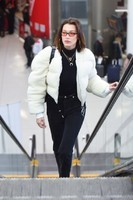 bella-hadid-arrives-at-jfk-airport-in-nyc-2