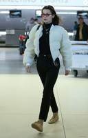 3824071-bella-hadid-a-l-aeroport-de-jfk-a-new-yo-950x0-1