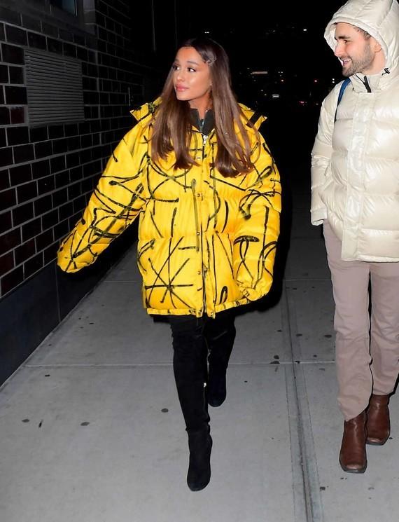 Ariana-Grande-Leaving-Recording-Studio-in-NYC-11-12-2018-1