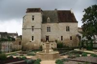 Le chateau de Gontaud de Nogaret et son jardin