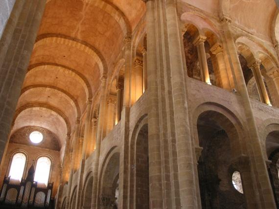 Donner à voir un édifice religieux dans Architecture conques-abbatiale-sainte-conques-img