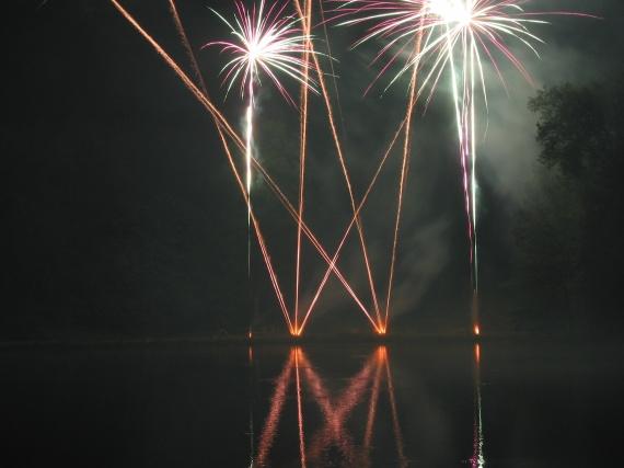 Feux d'artifice sur le plan d'eau d'Ermenonville