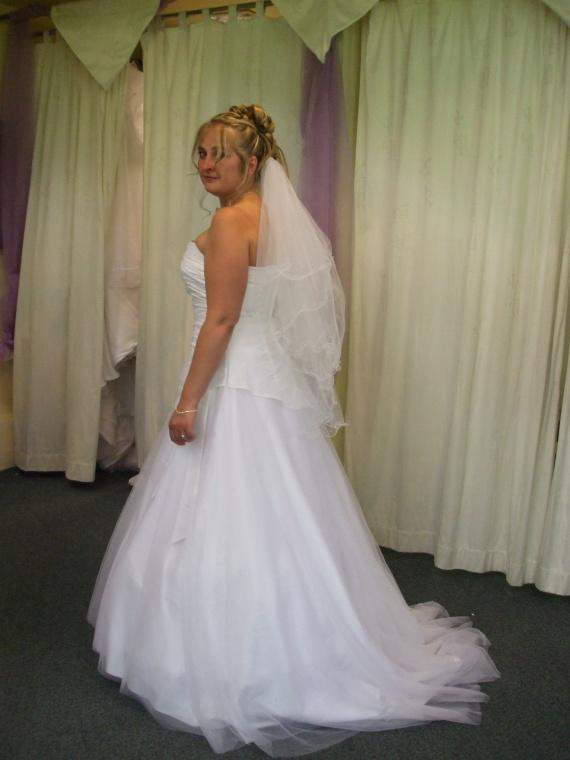 chignon mariage voile coiffure et maquillage mariage forum vie pratique. Black Bedroom Furniture Sets. Home Design Ideas