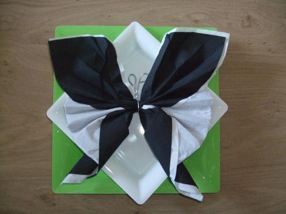 serviette papillon noir et blanc
