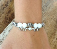 Bracelet-fantaisie-blanc-nacre