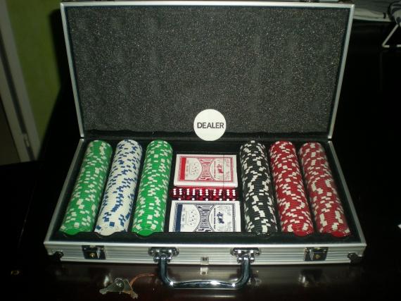 malette de poker 25 euros jeux livres bizounette photos club doctissimo. Black Bedroom Furniture Sets. Home Design Ideas