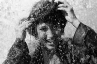 fille-sous-la-pluie-594x394