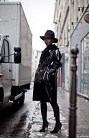 black-trench-coat-streetstyle-images-fashion-week
