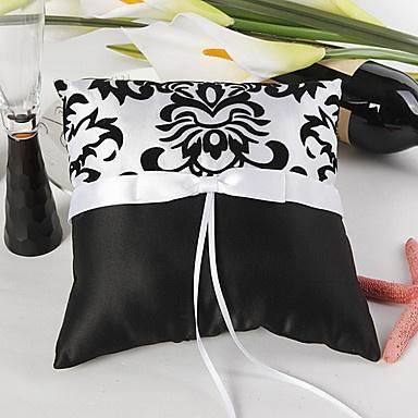 blanc-et-le-noir-oreiller-anneau-florish_fkotxr1320654794505