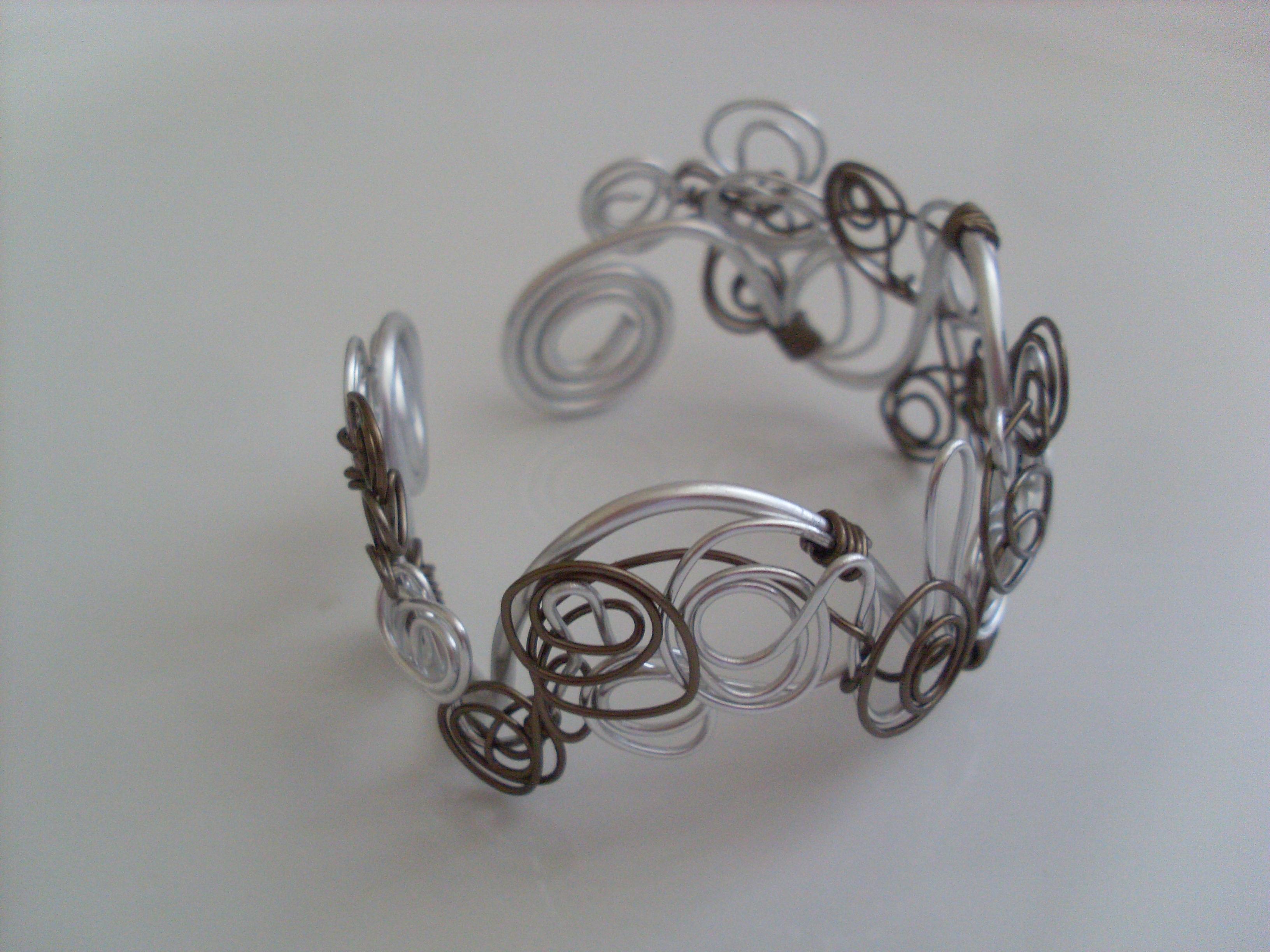bracelet argente et marron bijoux en fil aluminium les perles de lo photos club doctissimo. Black Bedroom Furniture Sets. Home Design Ideas