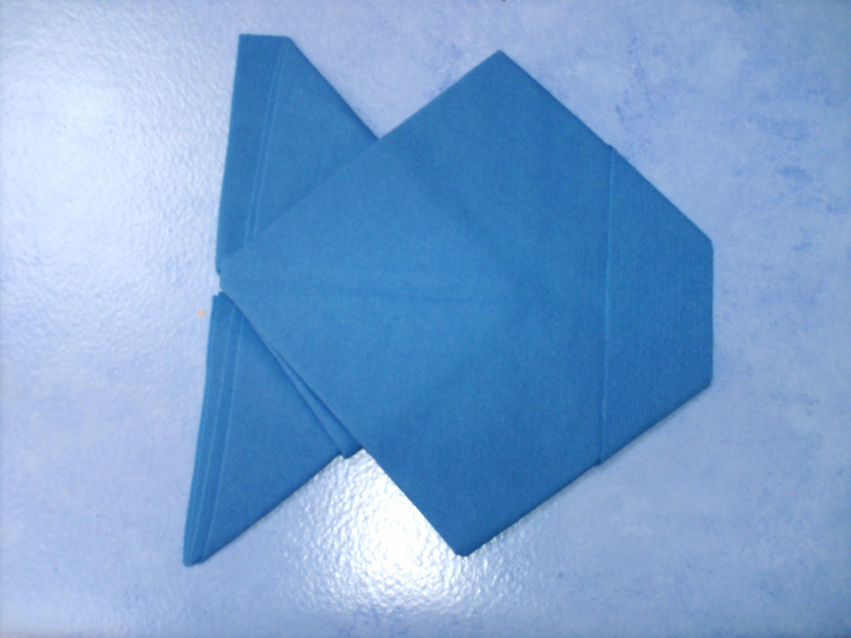 en forme de poisson pliage de serviettes loulette62 photos club doctissimo. Black Bedroom Furniture Sets. Home Design Ideas