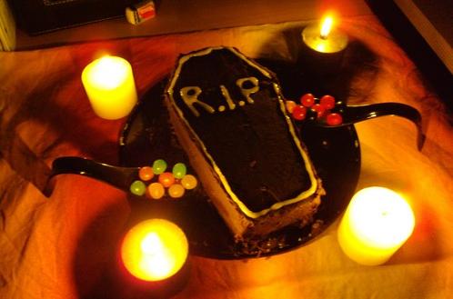 Joyeux anniversaire Wahn! Herve-cuisine-gateau-cercueil-big