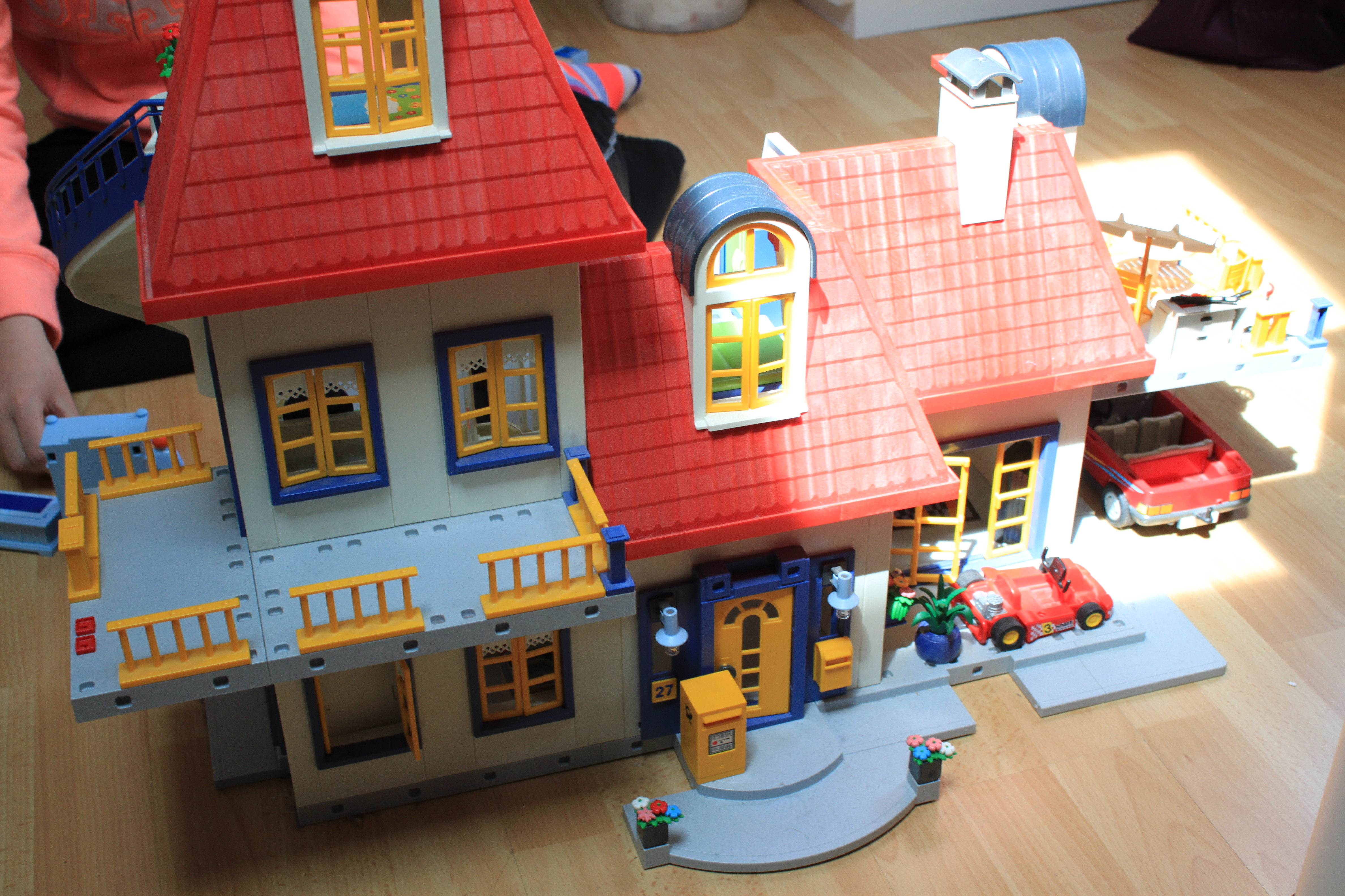 Img 8077 maison contemporaine playmobil 130 venir for Photos maison playmobil