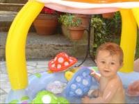 toujours dans la piscine