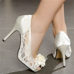http://a.imdoc.fr/private/1/mariage/robe-chaussure-accesoires/photo/5474467547/174340626d5/robe-chaussure-accesoires-chaussures-dentelle-img.jpg