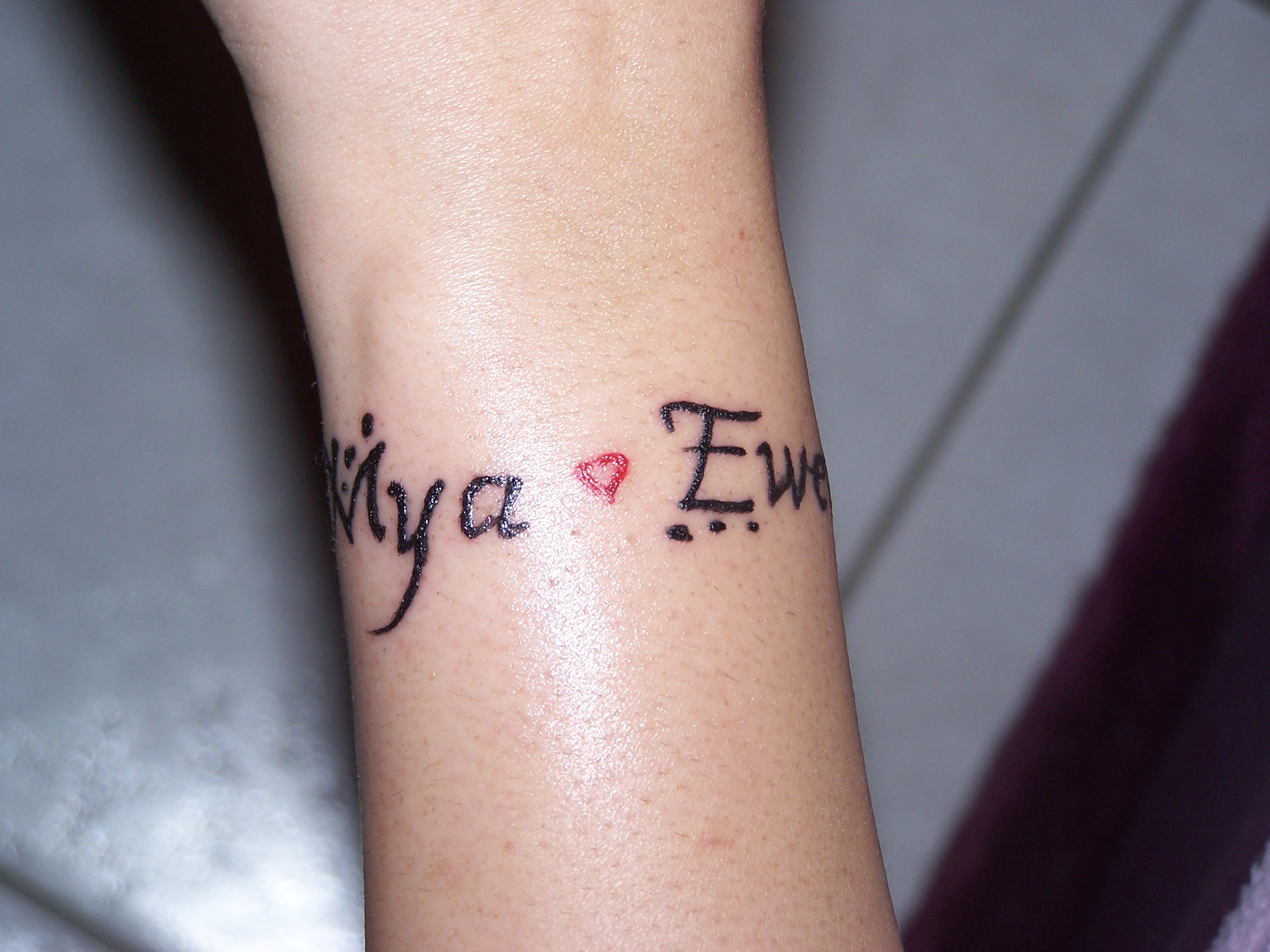 tatouage ecriture poignet cheville