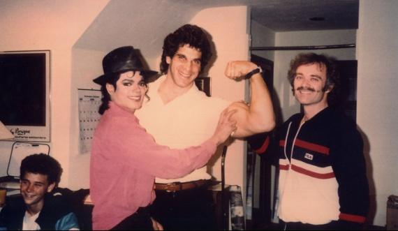 2-photos-people-musique-michael-jackson3-Michael-Jackson-et-Lou-Ferrigno_articlephoto