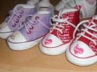 converse pour bebe de 6 mois les minnie  je donne elle on detein au lavage en dessous de la chaussur