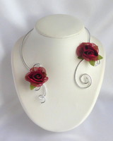 collier glamour roses rouges aluminium
