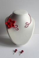 collier rouge fil aluminium fleur de satin rouge