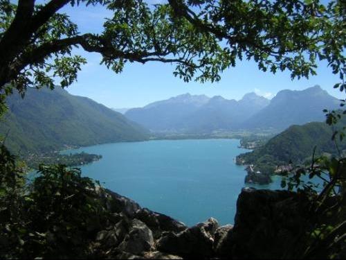 lac-montagne-ombre-vue-74000-695486