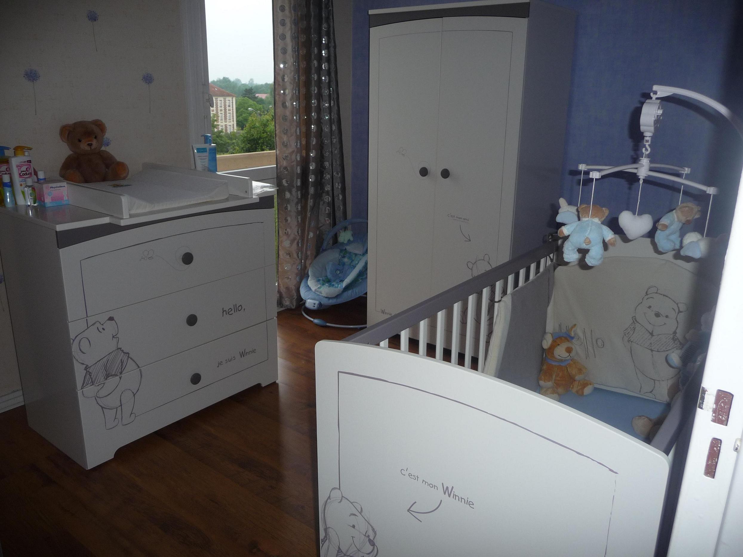 chambre de bb winnie l ourson amazing charmant chambre winnie ourson aubert avec net chambre. Black Bedroom Furniture Sets. Home Design Ideas
