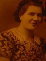 Voici ma grand-mère que malheureusement je n'ai pas connue puisqu'elle est décédée lorsque ma mère a