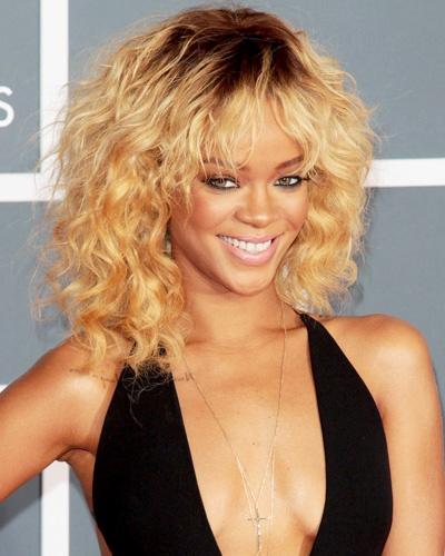 021312-Rihanna-400