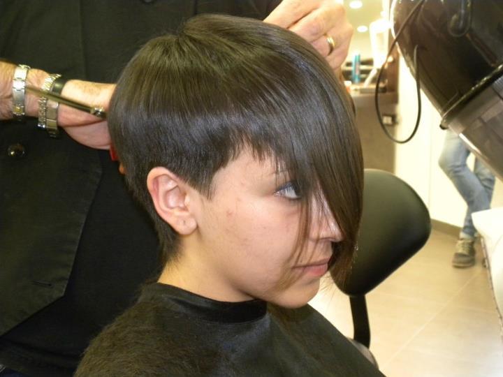 Couper les pattes cheveux femme