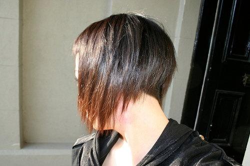 Coupe cheveux femme court derriere long devant - Coupe courte devant et longue derriere ...
