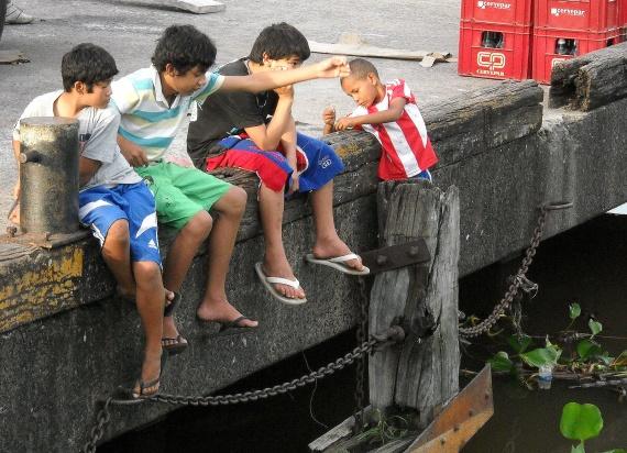 Asuncion - Enfants sur le port