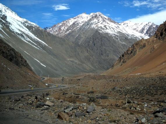 La route n°7, dans les Andes, reliant l'Argentine au Chili