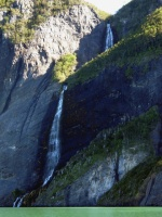 Fjord Última Esperanza, cascade