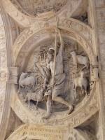 Sculpture en dessous de la voûte