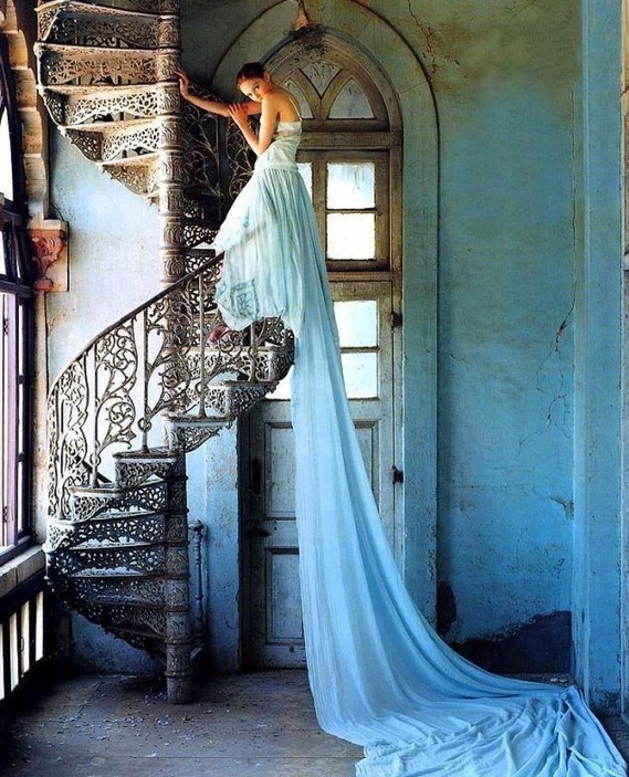 2795bda3207d0d2e33fed7a9e33baec9--tim-walker-photography-whimsical-photography