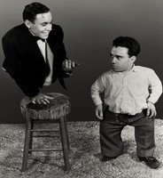 553px-Johnny_Eck-Angelo_Rossitto_in_Freaks